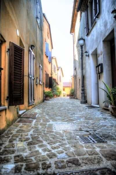 כפר באיטליה